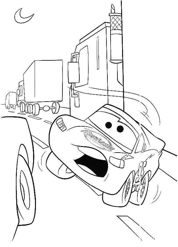 Disegno Di Cars Con Saetta Mcqueen Stretto Fra Il Traffico Dei