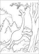 アーロは木から果物を食べる