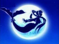 Lucia nanami sirena con la luna sullo sfondo