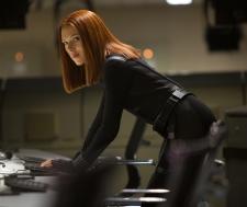 娜塔莎·罗曼诺夫(Natasha Romanoff)或黑寡妇(Black Widow)-Captan America-冬季士兵