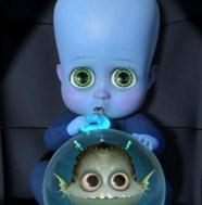 Enfant Megamind avec le poisson Minion