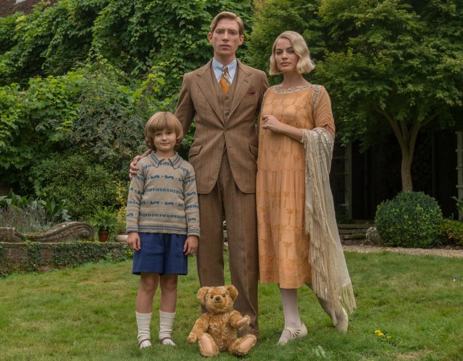 크리스토퍼 로빈과 푸우 곰 인형과 그의 가족