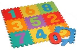 alfombra suave con letras y números