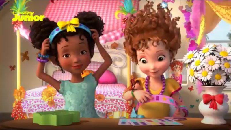 """فيديو يتوهم نانسي كلانسي """"كيف تجعل شعرك أنيقاً"""""""