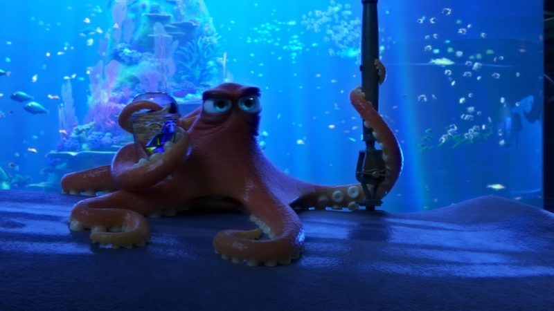 Dory e Hank si muovono per l'acquario | Alla Ricerca di Dory