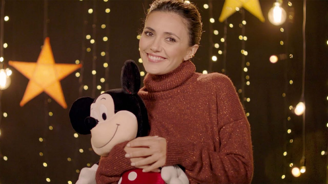 "Serena Rossi in ""Come una Bussola"" da ""Una famiglia, infinite emozioni"" (per Disney / Make-A-Wish®️)"