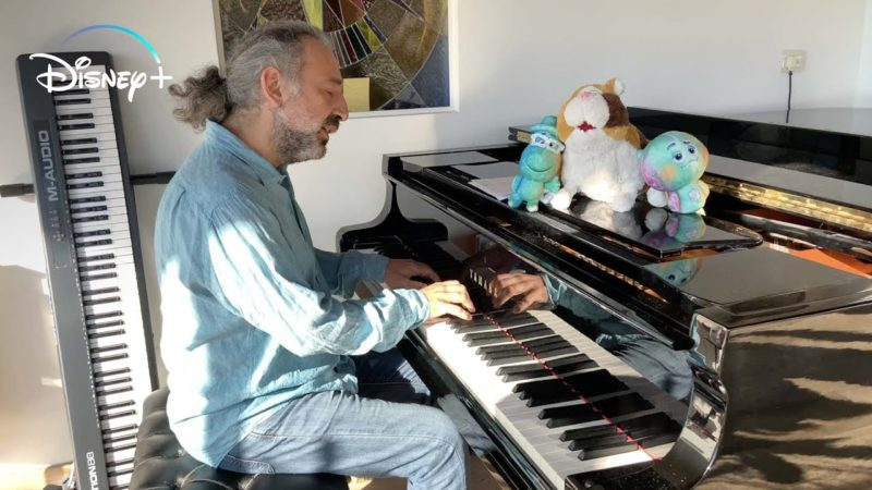 Stefano Bollani는 이탈리아 버전 Soul의 크레딧 노래의 저자이자 해석자입니다.
