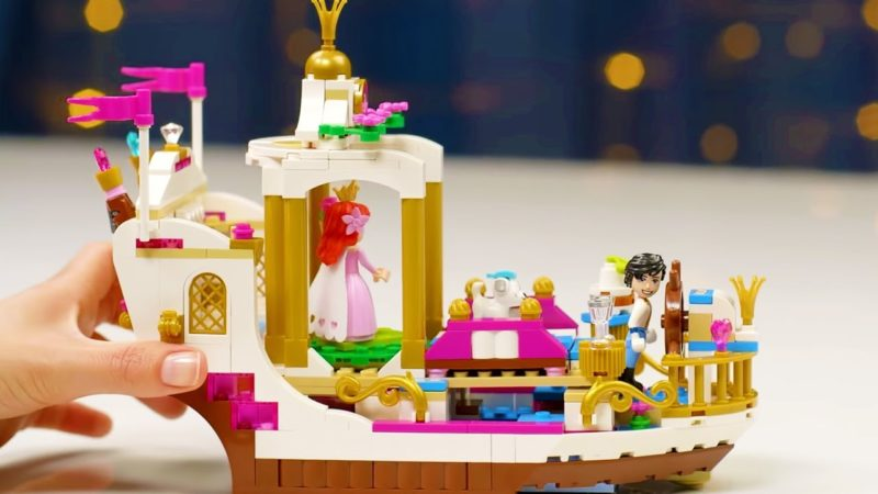 La Barca della Festa Reale di Ariel LEGO | Disney Princess Unboxings | Disney Junior IT