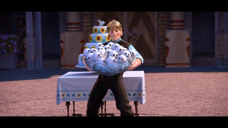 Disney Frozen Fever   Clip dal Film   Olaf, Kristoff e Sven sistemano il cortile