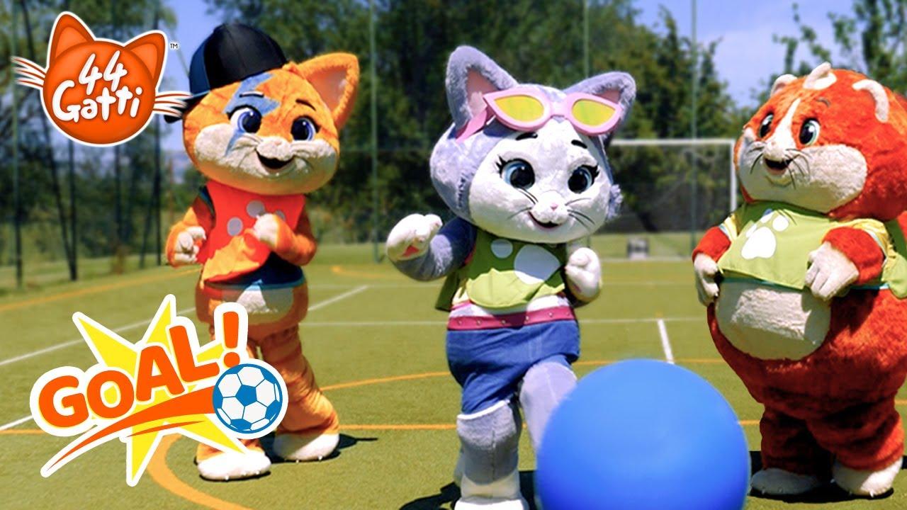 44 Gatti   I Buffycats si allenano per gli Europei di Calcio ⚽🏆 [2021]