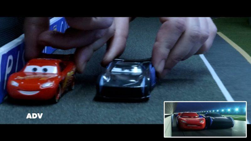 💥 L'incidente di Saetta McQueen   Fianco a fianco giocattoli   Pixar Cars   Disney Junior IT