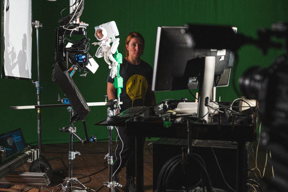 L'animatrice Anna Polisnka gira una delle scene spaziali per Astra.